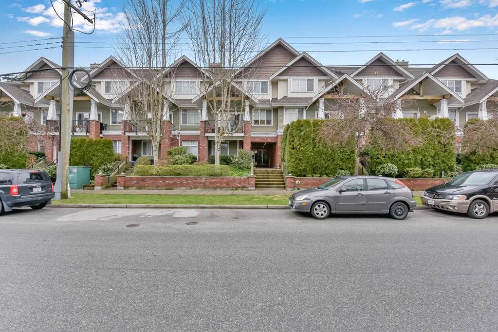 """Main Photo: 208 1567 GRANT Avenue in Port Coquitlam: Glenwood PQ Townhouse for sale in """"THE GRANT"""" : MLS®# R2557792"""