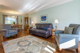 Photo 9: 689 moralee Dr in : CV Comox (Town of) House for sale (Comox Valley)  : MLS®# 858897