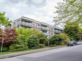 "Photo 2: 414 2333 TRIUMPH Street in Vancouver: Hastings Condo for sale in ""Landmark Monterey"" (Vancouver East)  : MLS®# R2573020"