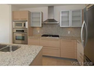 Photo 4: 212 68 Songhees Rd in VICTORIA: VW Songhees Condo for sale (Victoria West)  : MLS®# 499543