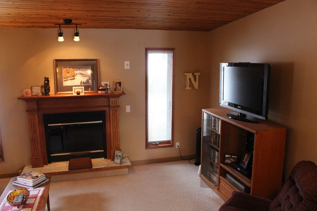 Photo 11: Photos: 3472 Navatanee Drive in Kamloops: South Thompson House for sale : MLS®# 130771