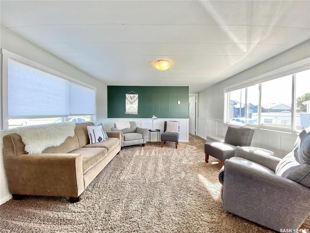 Main Photo: 718 Prairie Avenue in Outlook: Residential for sale : MLS®# SK870463