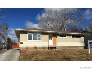 Photo 1: 4910 SHERWOOD Drive in Regina: Regent Park Single Family Dwelling for sale (Regina Area 02)  : MLS®# 565264