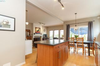 Photo 13: 23 Newstead Cres in VICTORIA: VR Hospital House for sale (View Royal)  : MLS®# 814303