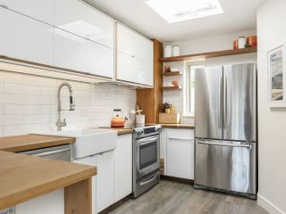 """Photo 13: 209 1195 W 8TH Avenue in Vancouver: Fairview VW Townhouse for sale in """"ALDER COURT"""" (Vancouver West)  : MLS®# R2560654"""