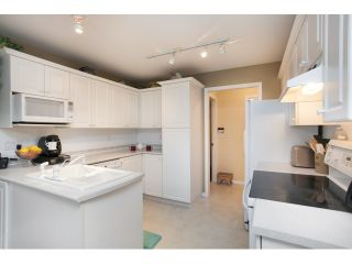 """Photo 8: 54 15959 82ND Avenue in Surrey: Fleetwood Tynehead Townhouse for sale in """"CHERRY TREE LANE"""" : MLS®# R2035228"""
