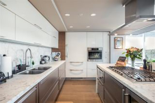 """Photo 11: 1802 8 SMITHE Mews in Vancouver: Yaletown Condo for sale in """"Flagship"""" (Vancouver West)  : MLS®# R2577399"""