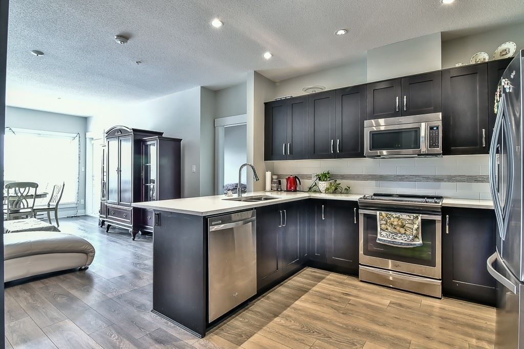 """Photo 3: Photos: 214 20728 WILLOUGHBY TOWN CENTRE Drive in Langley: Willoughby Heights Condo for sale in """"Kensington at Willoughby Town Centre"""" : MLS®# R2190142"""