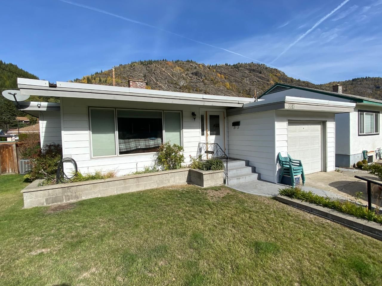 Main Photo: 3313 DAHLIA CRESCENT in Trail: House for sale : MLS®# 2461536