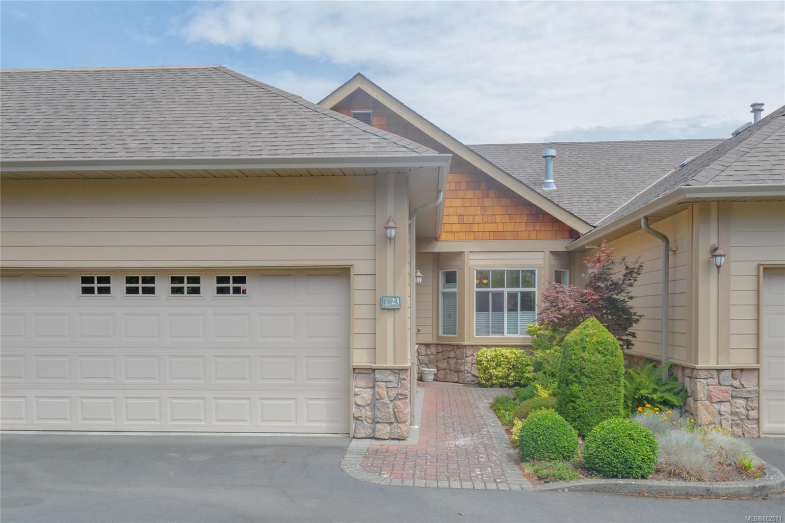 Main Photo: 23 1286 Tolmie Ave in : SE Cedar Hill Row/Townhouse for sale (Saanich East)  : MLS®# 882571