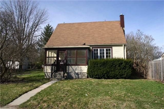 Main Photo: 2 Amanda Street: Orangeville House (1 1/2 Storey) for sale : MLS®# W3761142