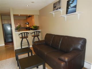 "Photo 10: 301 360 E 2ND Street in North Vancouver: Lower Lonsdale Condo for sale in ""Emerald Manor"" : MLS®# R2084102"