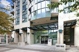 """Photo 2: 2510 1239 W GEORGIA Street in Vancouver: Coal Harbour Condo for sale in """"The Venus"""" (Vancouver West)  : MLS®# R2616996"""