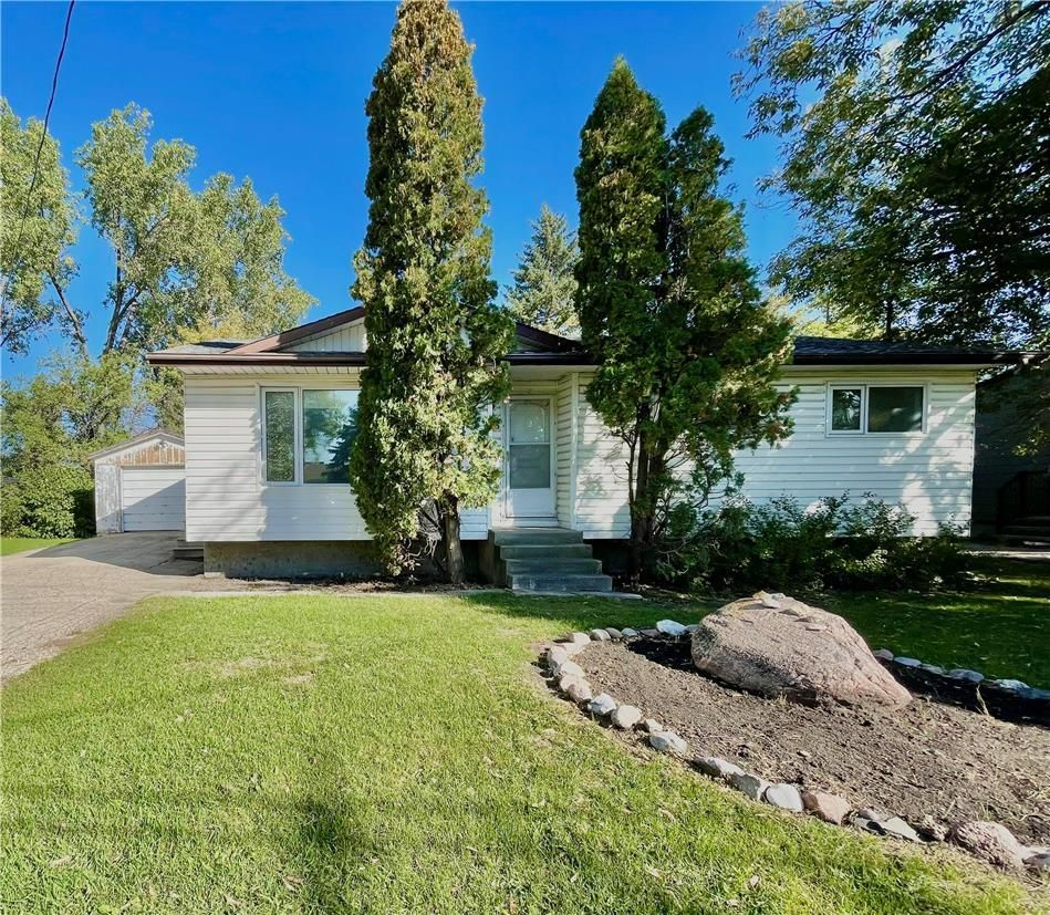 Main Photo: 253 Montreal Avenue W in Morris: House for sale : MLS®# 202123358
