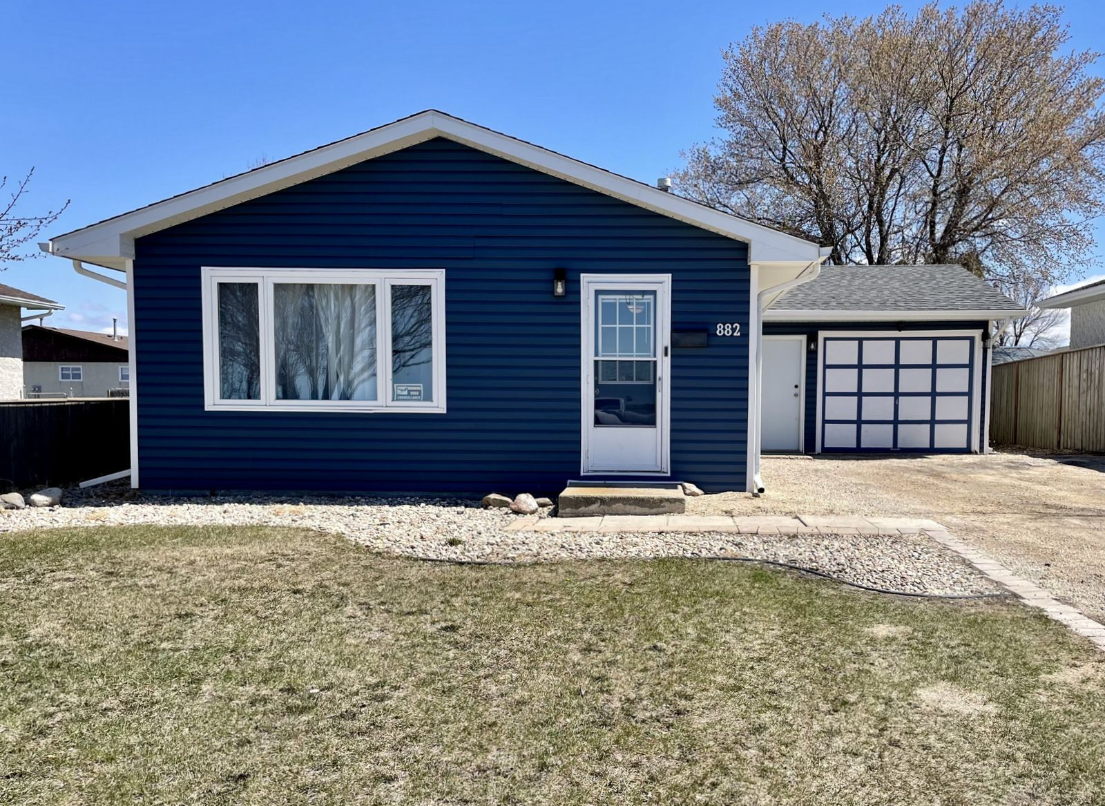 Main Photo: 882 10th Street NW in Portage la Prairie: House for sale : MLS®# 202111216