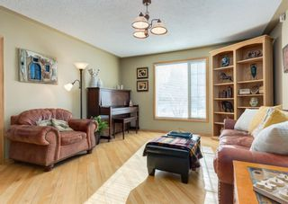 Photo 3: 236 25 Avenue NE in Calgary: Tuxedo Park Detached for sale : MLS®# A1069084
