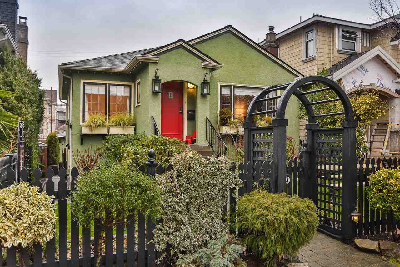 """Main Photo: 829 W 17TH Avenue in Vancouver: Cambie House for sale in """"DOUGLAS PARK"""" (Vancouver West)  : MLS®# R2026317"""