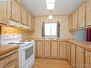 Photo 6: 61 1555 Middle Rd in VICTORIA: VR Glentana Manufactured Home for sale (View Royal)  : MLS®# 756727