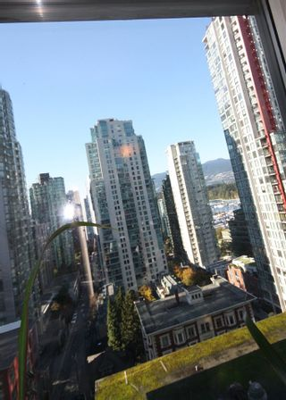 "Photo 17: 1906 1166 MELVILLE Street in Vancouver: Coal Harbour Condo for sale in ""COAL HARBOUR ORCA PLACE"" (Vancouver West)  : MLS®# R2003587"
