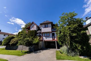 Photo 46: 1106 ST. GEORGES Avenue in North Vancouver: Central Lonsdale Townhouse for sale : MLS®# R2460985