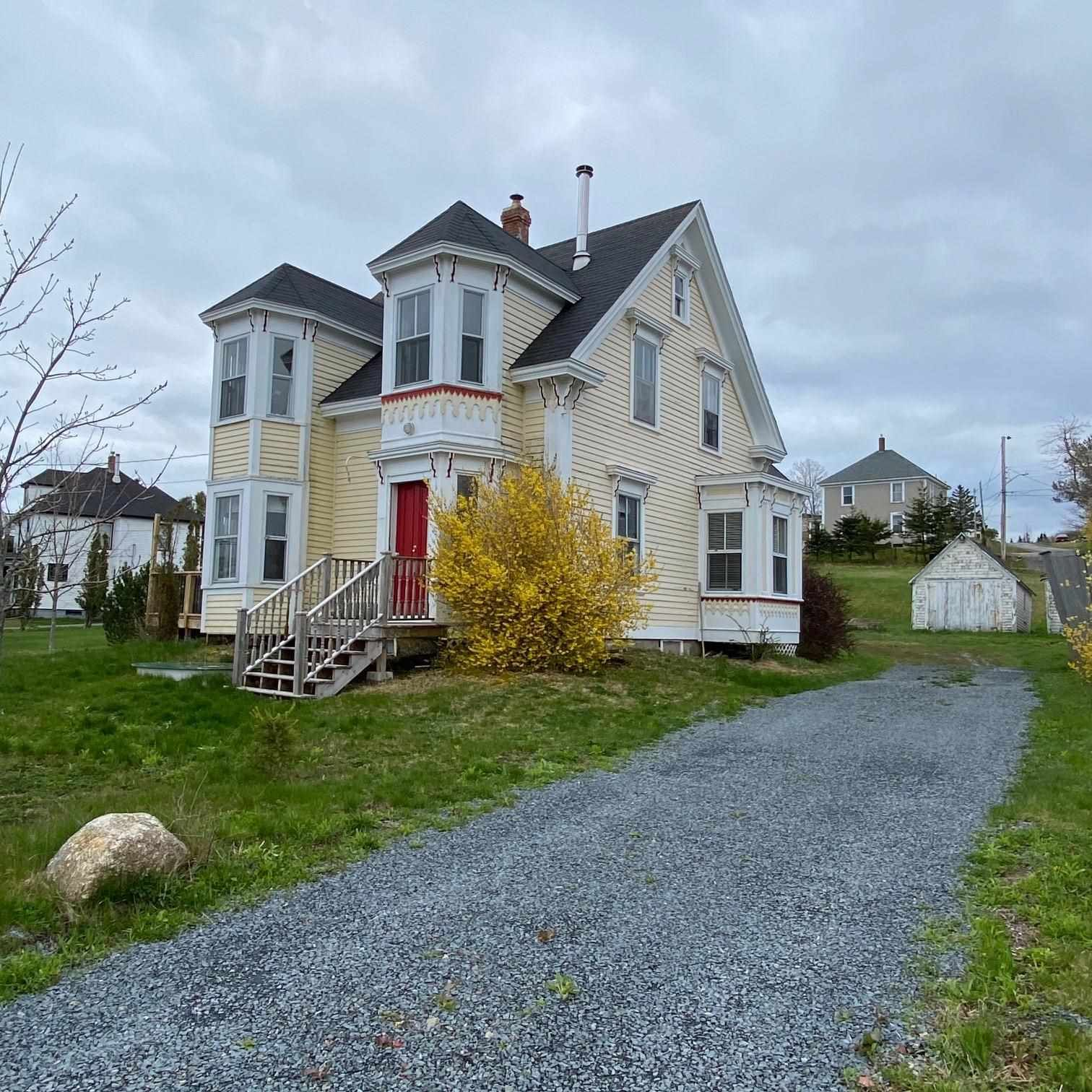 Main Photo: 3781 HIGHWAY 332 in Riverport: 405-Lunenburg County Residential for sale (South Shore)  : MLS®# 202111188