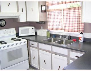 "Photo 3: 1366 GENEVIEVE in Prince_George: Lakewood House for sale in ""HERITAGE"" (PG City West (Zone 71))  : MLS®# N194698"
