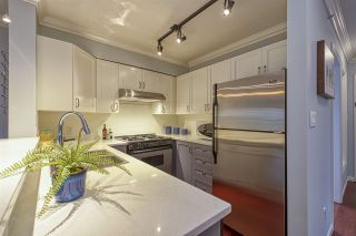 """Photo 9: 404 2161 W 12TH Avenue in Vancouver: Kitsilano Condo for sale in """"THE CARLINGS"""" (Vancouver West)  : MLS®# R2502485"""