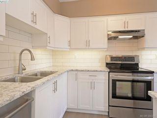 Photo 3: 603 250 Douglas St in VICTORIA: Vi James Bay Condo for sale (Victoria)  : MLS®# 780161