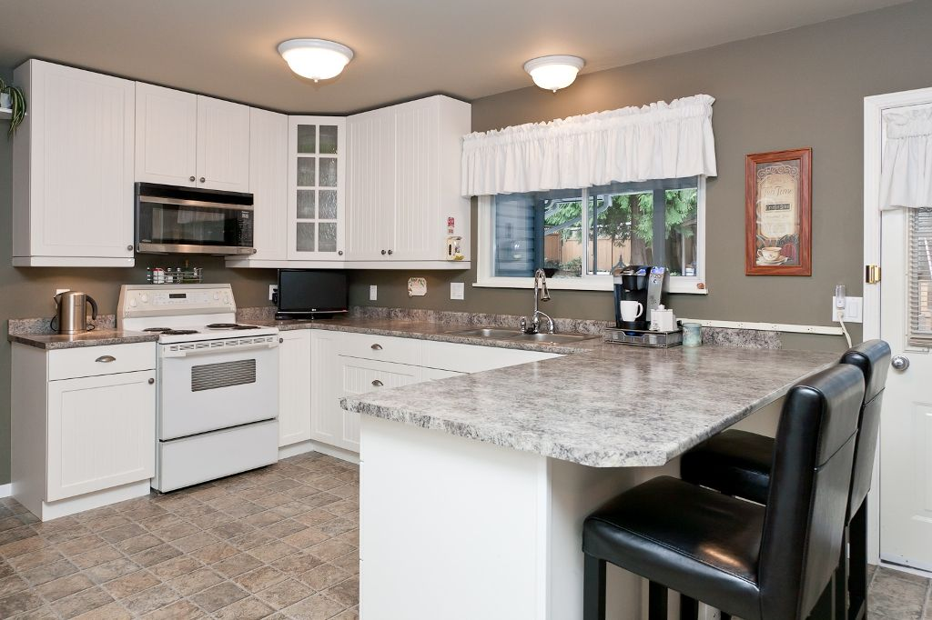 Photo 7: Photos: 423 WALKER Street in Coquitlam: Coquitlam West House for sale : MLS®# V938751