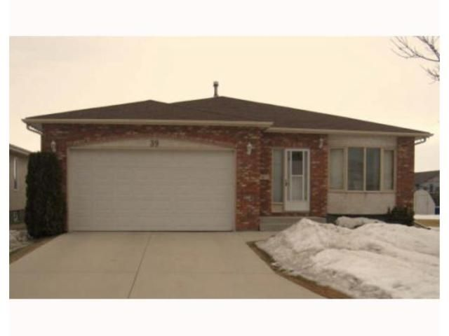 Main Photo: 39 CIRRUS Close in WINNIPEG: Maples / Tyndall Park Residential for sale (North West Winnipeg)  : MLS®# 2904649