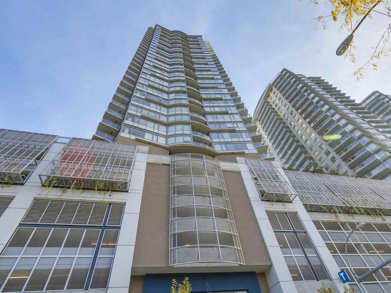 "Main Photo: 2501 888 CARNARVON Street in New Westminster: Downtown NW Condo for sale in ""MARINUS"" : MLS®# R2115352"