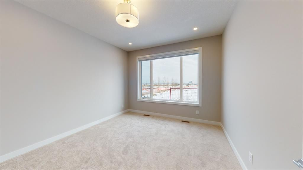 Photo 25: Photos: 38 Crestridge Bay SW in Calgary: Crestmont Row/Townhouse for sale : MLS®# A1073636
