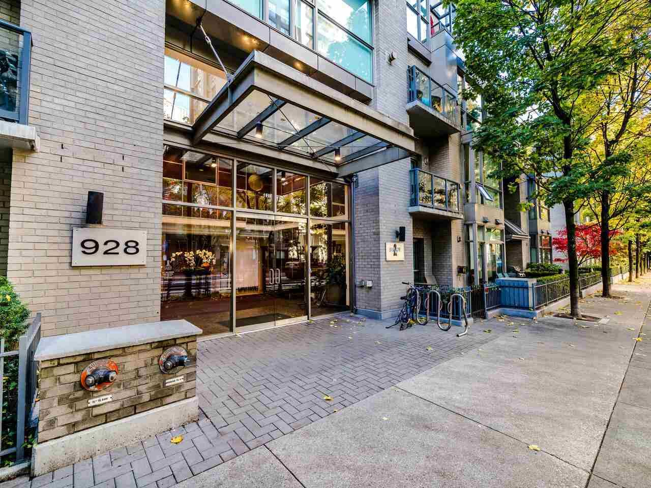 "Main Photo: 2305 928 RICHARDS Street in Vancouver: Yaletown Condo for sale in ""SAVOY"" (Vancouver West)  : MLS®# R2540232"