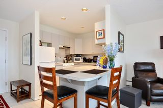 """Photo 3: 206 14881 MARINE Drive: White Rock Condo for sale in """"Driftwood Arms"""" (South Surrey White Rock)  : MLS®# R2381349"""