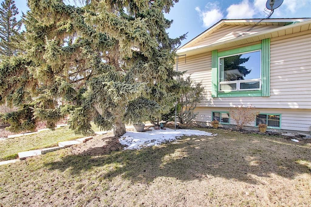 Main Photo: 199 Cedardale Road SW in Calgary: Cedarbrae Semi Detached for sale : MLS®# A1088680