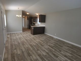 """Photo 8: 22 24330 FRASER Highway in Langley: Otter District Manufactured Home for sale in """"Langley Grove Estates"""" : MLS®# R2390196"""