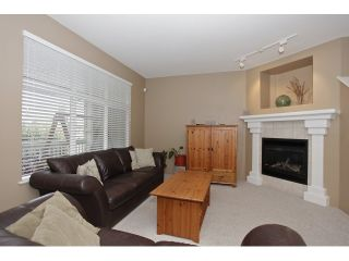 Photo 4: 6782 184 ST in Surrey: Cloverdale BC Condo for sale (Cloverdale)  : MLS®# F1437189