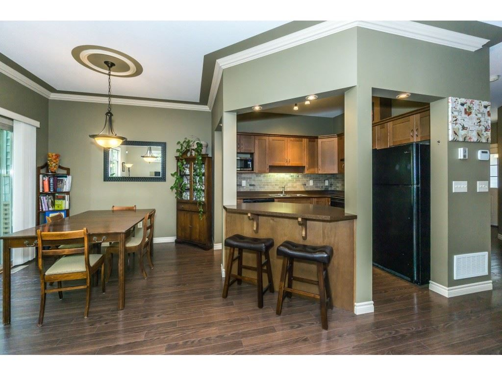 """Photo 8: Photos: 32 46840 RUSSELL Road in Sardis: Promontory Townhouse for sale in """"Timeber Ridge"""" : MLS®# R2359001"""