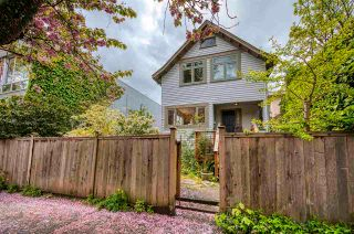 Photo 1: 2321 YEW Street in Vancouver: Kitsilano House for sale (Vancouver West)  : MLS®# R2593944
