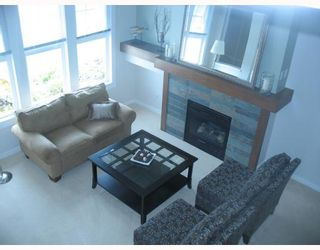 """Photo 3: 7 19452 FRASER Way in Pitt_Meadows: South Meadows Townhouse for sale in """"SHORELINE"""" (Pitt Meadows)  : MLS®# V702540"""