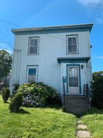 Main Photo: 164 Pleasant Street in Yarmouth: Town Central Residential for sale : MLS®# 202126409