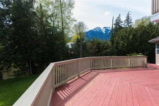 """Photo 12: 41383 DRYDEN Road in Squamish: Brackendale House for sale in """"Eagle Run"""" : MLS®# R2163949"""