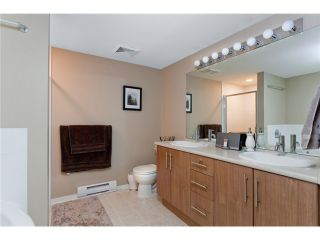 Photo 6: 120 700 Klahanie Drive in Port Moody: Port Moody Centre Condo for sale : MLS®# V923420