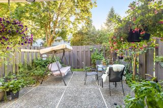 """Photo 2: 4763 HOSKINS Road in North Vancouver: Lynn Valley Townhouse for sale in """"Yorkwood Hills"""" : MLS®# R2617725"""