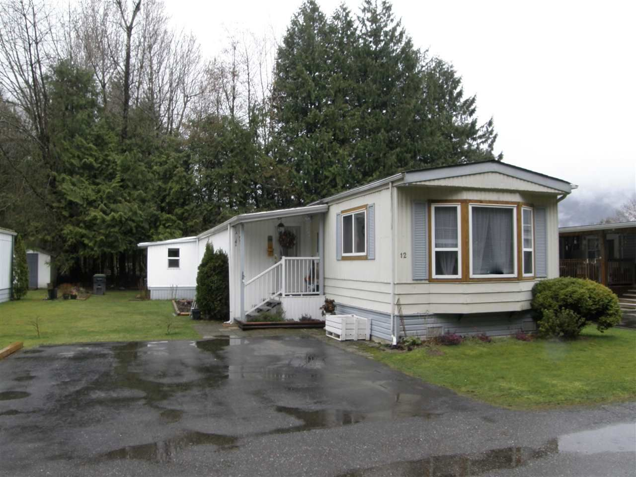 Main Photo: 12 62010 FLOOD HOPE Road in Hope: Hope Center Manufactured Home for sale : MLS®# R2556041