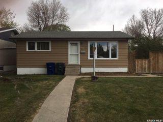 Photo 1: 118 EVANS Street in Saskatoon: Forest Grove Residential for sale : MLS®# SK867532