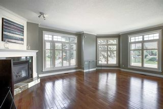 Photo 3: 529 21 Avenue NE in Calgary: Winston Heights/Mountview Semi Detached for sale : MLS®# A1123829