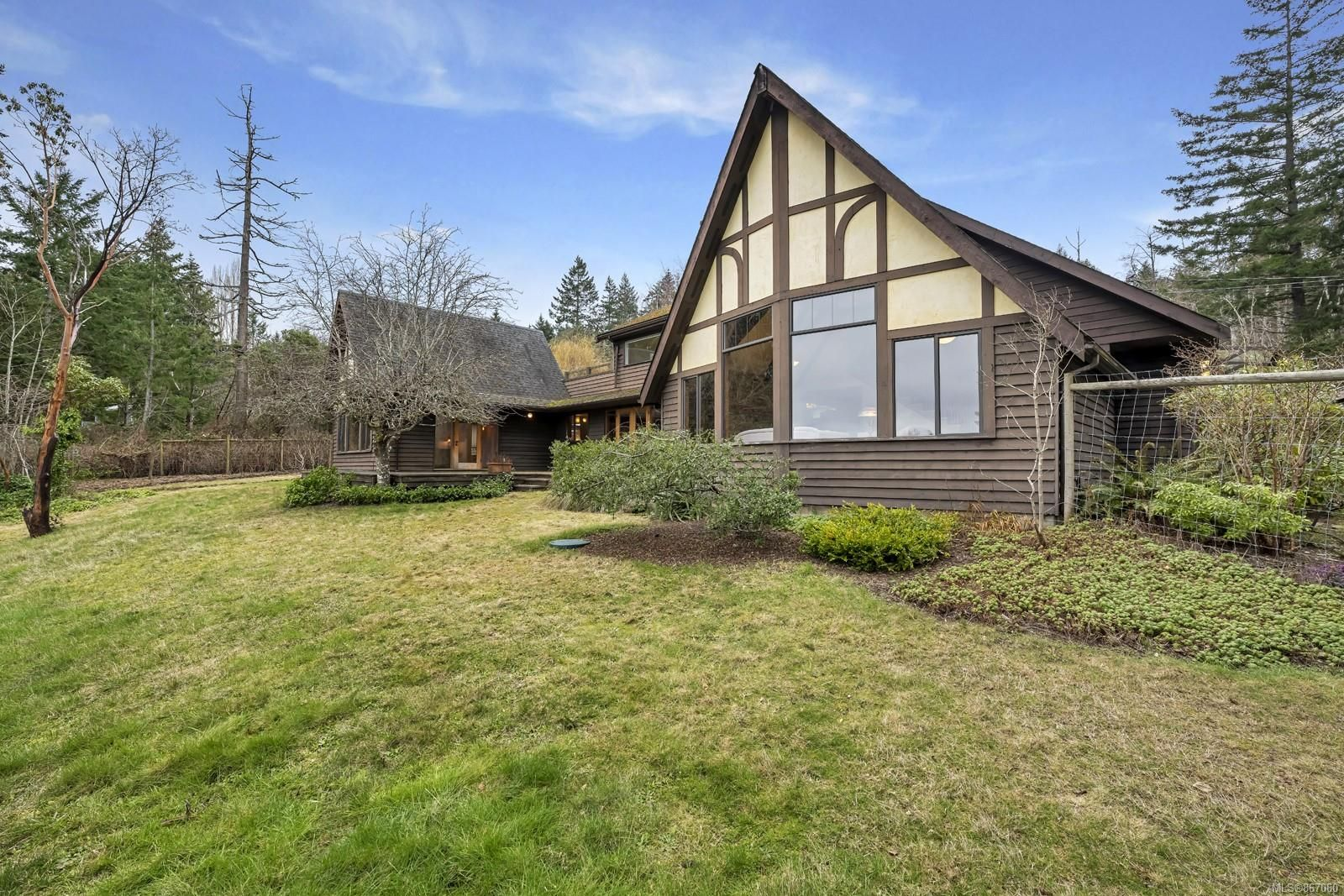 Main Photo: 133 Arnell Way in : GI Salt Spring House for sale (Gulf Islands)  : MLS®# 867060