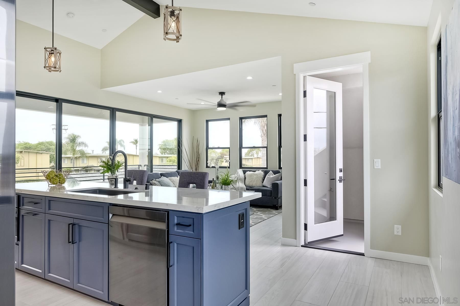Main Photo: IMPERIAL BEACH House for sale : 4 bedrooms : 376 Imperial Beach Blvd