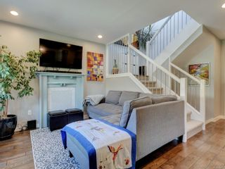 Photo 3: 2 123 Ladysmith St in Victoria: Vi James Bay Row/Townhouse for sale : MLS®# 885018